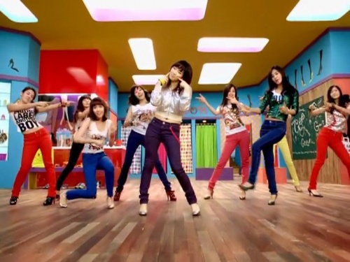 http://www.girlsgen.com/gallery/plog-content/thumbs/music-videos/gee/large/5417-girls-generation-snsd-gee-222.jpg